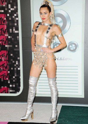 Miley Cyrus: 2015 MTV Video Music Awards in Los Angeles [adds]-06
